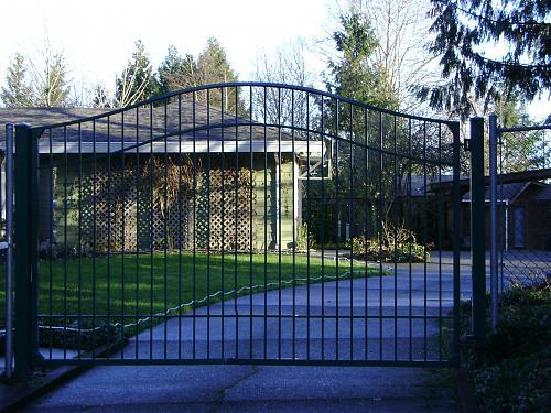 Arched aluminum gate