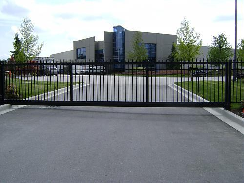 Flat top one piece slider with matching fencing